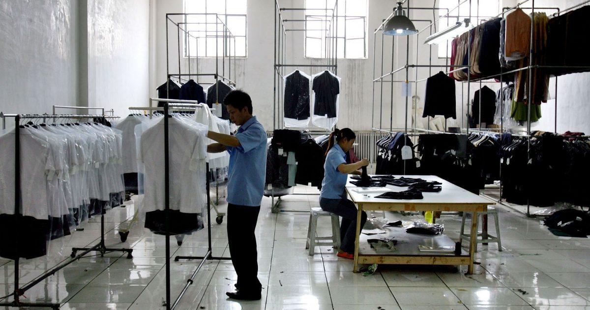 6aca1e742007f 中国輸入転売で服は人気のジャンルです。 特に服やおしゃれが好きな方は、自分の好き・得意なもので稼げたらと考え参入する人も多いです。