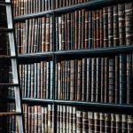 メルカリで高く売れる本のジャンルは?出品のコツを解説